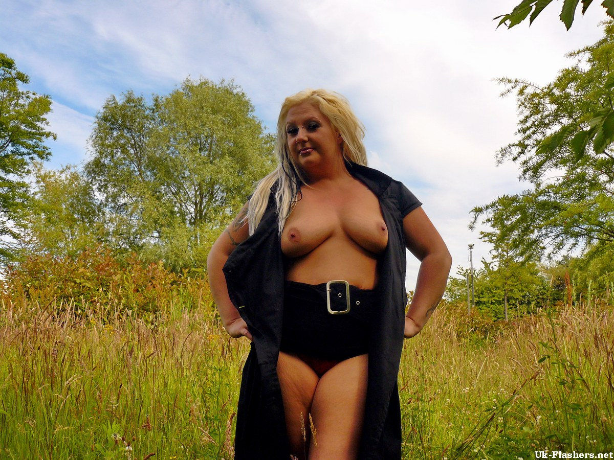 Couples outdoors intimate exhibitionist free amateur
